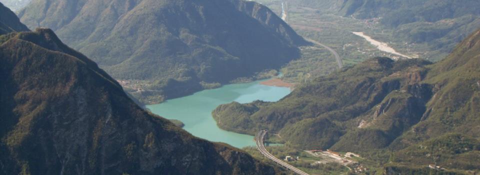 Brancot e lago di Cavazzo dalla cima del M. Amariana (10-4-2011)