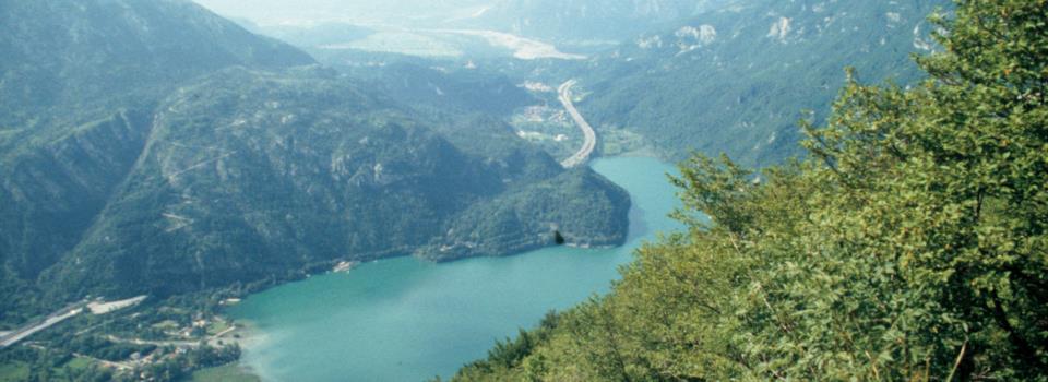 lago di Cavazzo salendo al S.Simeone (giugno 1996)